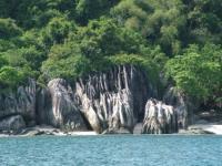Charter Malaysia : Typisch für dieses Revier sind die bizarren Felsformationen an der Küste