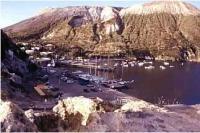 Yachtcharter Äolische Inseln: Vulcano mit heißen Quellen und Schwefelbädern