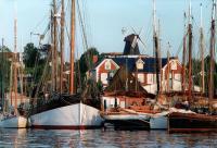 Charter Ostsee: Urig - Kleiner Fischereihafen in Laboe