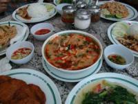 Bootscharter Thailand: Vollständiges Menü - Suppe, Curry, Salat und Dips