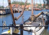 Charter IJsselmeer - Enkhuizen - Der kleine Hafen ist typisch für viele Häfen im IJsselmeer